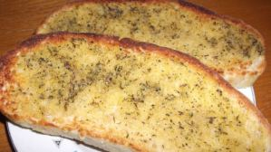 How to Make Homemade Garlic Bread