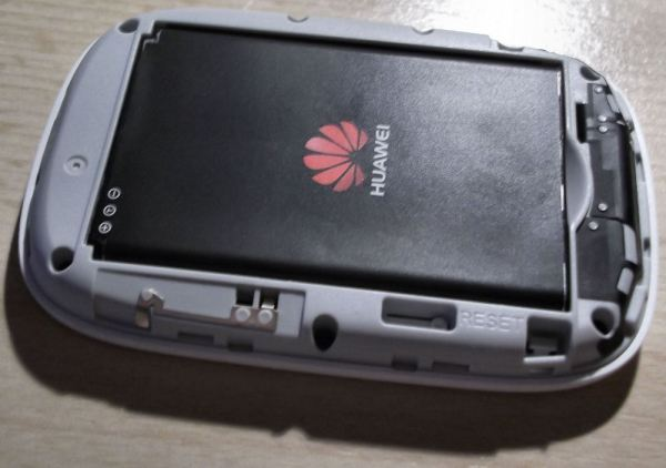 Huawei Mobile WiFi E5331 without a back cover
