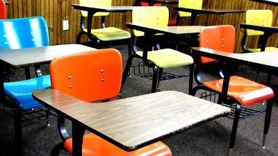 Desks-in-classroom-jpg_20150521115021-159532
