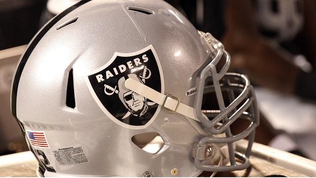 Oakland Raiders helmet_3704851673741612-159532