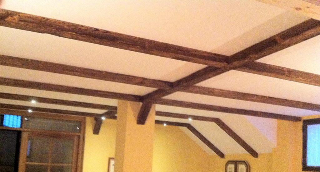 Vigas de madera para techos top alfajias tirantes - Vigas madera techo ...