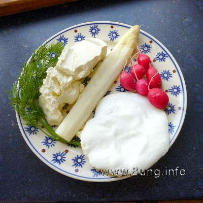 Spargel mit Ei, Radieschen, Dill und Frischkäse