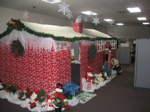 Spread A Little Bit Of Holiday Cheer At The Office This Season By Decorating Your Cubicle Or E With Just Effort And Creativity