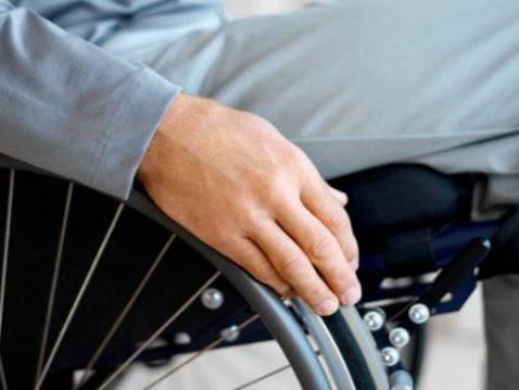 Tre minorenni si introducono a casa di un invalido: lo picchiano e lo derubano di pochi euro