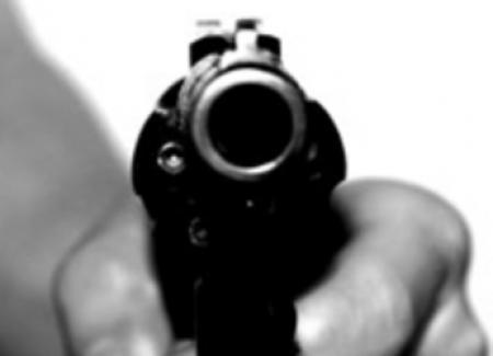 Incappucciati e armati: entrano in casa e rapinano una famiglia