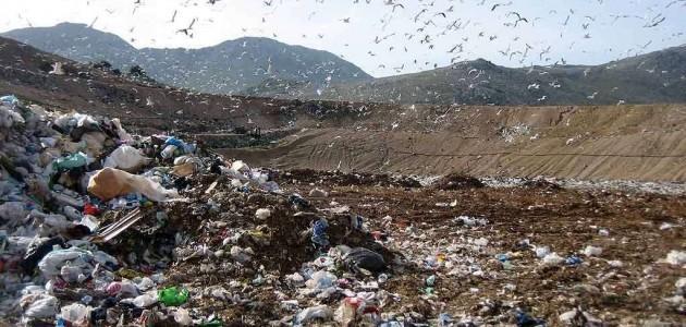 Continua lo scarico dei rifiuti in un impianto privo di autorizzazione