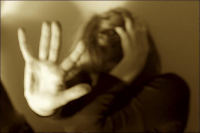 Costringeva la moglie a prostituirsi per punirla del tradimento