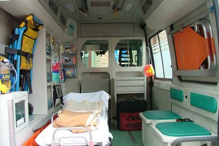 Dai fondi scandalosamente bloccati alle due ambulanze guaste: chi si preoccupa dell'ospedale?