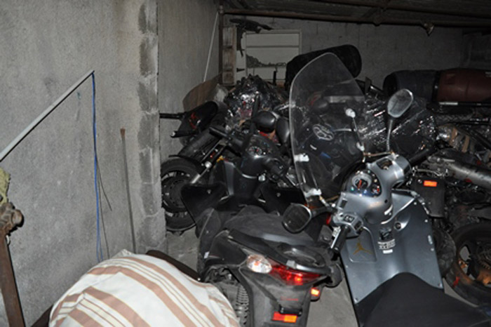 CATANIA: Scoperto deposito di moto rubate, denunciati due stranieri – LE FOTO