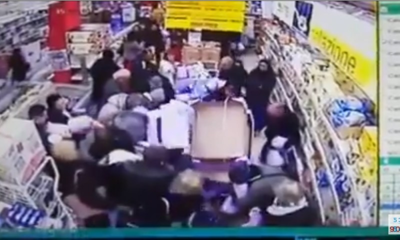 PALERMO: Assalto ai pandori in offerta – VIDEO