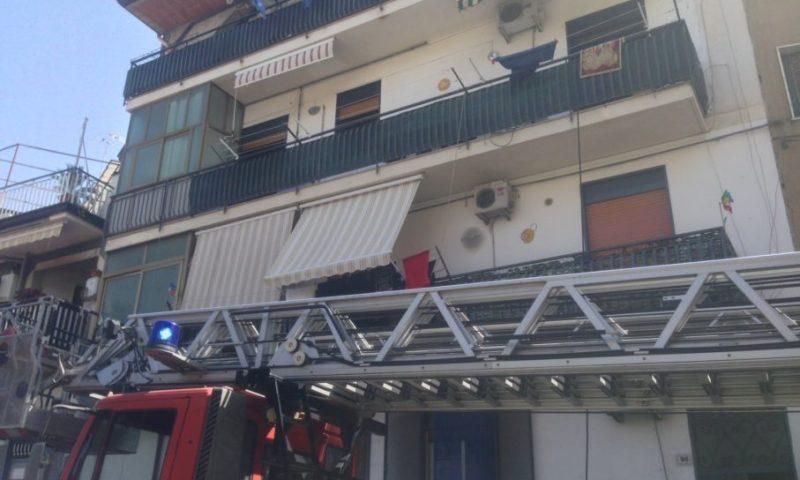 PATERNO': Incendio in un appartamento al Corso Sicilia