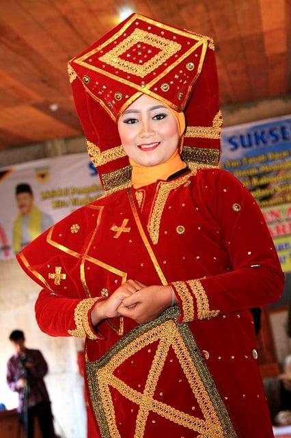 34 Pakaian Adat Indonesia Dari Seluruh Provinsi Lengkap Dengan Gambar