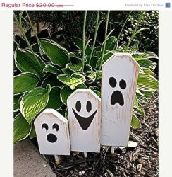 Scary Front Yard Halloween Decoration Ideas 53