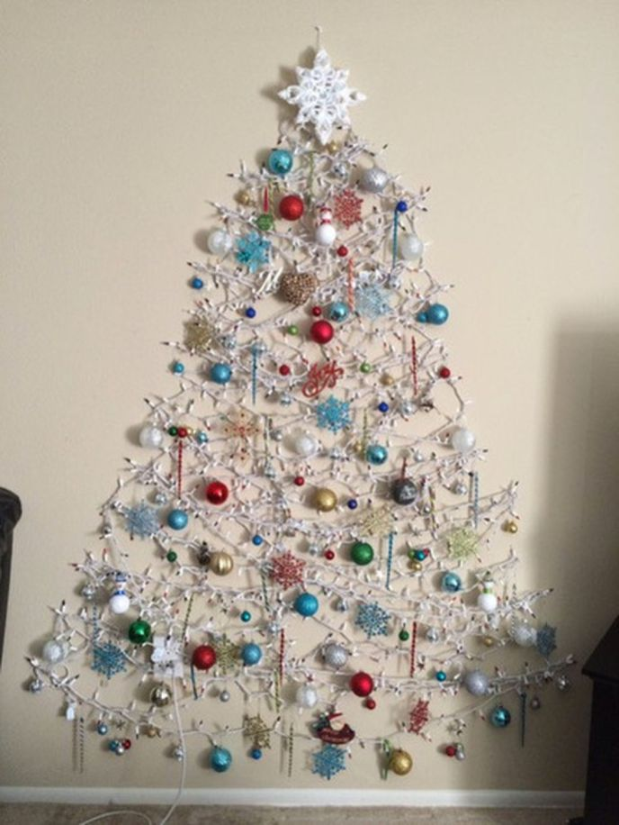 Space Saving Christmas Tree Ideas Suitable For Small Rooms 43