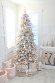 Cute And Adorable Pink Christmas Tree Decoration Ideas 31