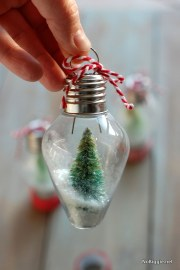 Cute And Creative Homemade Christmas Ornaments Ideas You Should Try 07