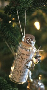 Cute And Creative Homemade Christmas Ornaments Ideas You Should Try 24