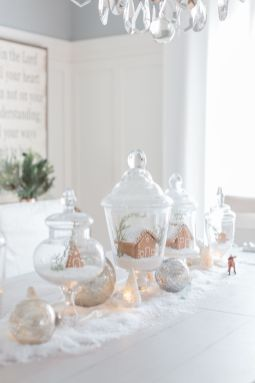 Elegant White Vintage Christmas Decoration Ideas 21