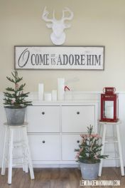 Elegant White Vintage Christmas Decoration Ideas 32