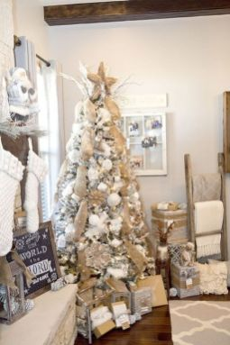 Elegant White Vintage Christmas Decoration Ideas 46