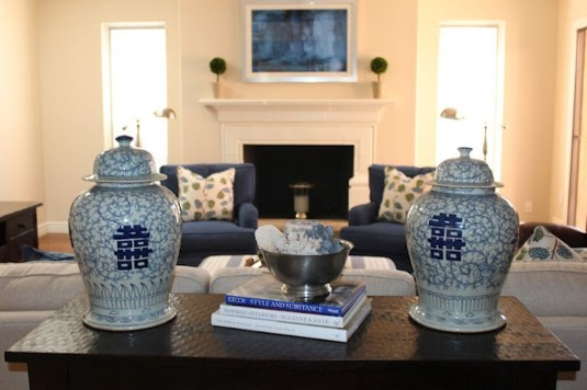 Modern Living Room Decoration Ideas Using Ginger Jars 87