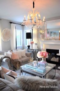 Modern And Elegant Living Room Design Ideas For Small Space 10