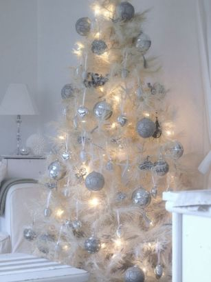 Stunning White Vintage Christmas Decoration Ideas 07