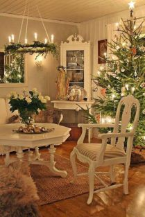 Stunning White Vintage Christmas Decoration Ideas 09