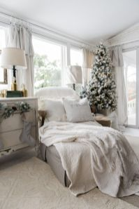 Stunning White Vintage Christmas Decoration Ideas 27