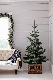Stunning White Vintage Christmas Decoration Ideas 46