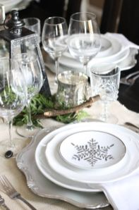 Stunning White Vintage Christmas Decoration Ideas 57