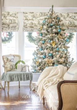 Stunning White Vintage Christmas Decoration Ideas 65