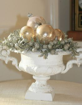 Stunning White Vintage Christmas Decoration Ideas 92