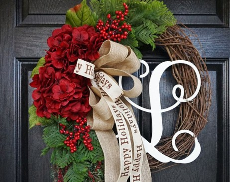 Colorful Christmas Wreaths Decoration Ideas For Your Front Door 11