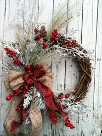 Colorful Christmas Wreaths Decoration Ideas For Your Front Door 31
