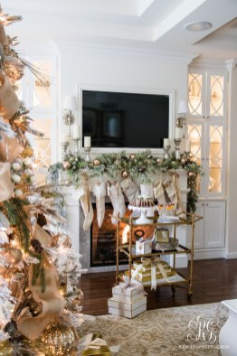 Cozy Fireplace Christmas Decoration Ideas To Makes Your Room Keep Warm16