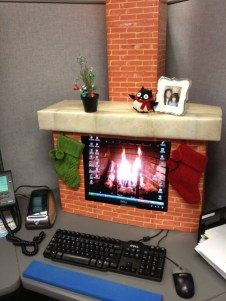 Cozy Fireplace Christmas Decoration Ideas To Makes Your Room Keep Warm25