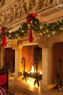 Cozy Fireplace Christmas Decoration Ideas To Makes Your Room Keep Warm34