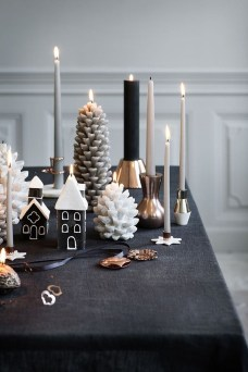 Elegant Black And Gold Christmas Decoration Ideas09