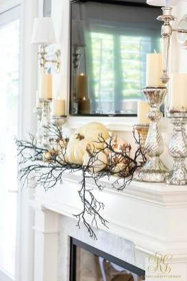 Elegant Black And Gold Christmas Decoration Ideas26