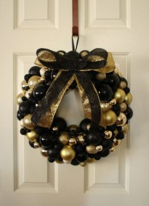 Elegant Black And Gold Christmas Decoration Ideas30