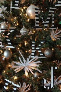 Elegant Black And Gold Christmas Decoration Ideas31