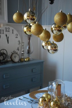 Elegant Black And Gold Christmas Decoration Ideas43