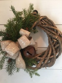 Eye Catching Rustic Christmas Decoration Ideas To Jazz Up Your Home 20