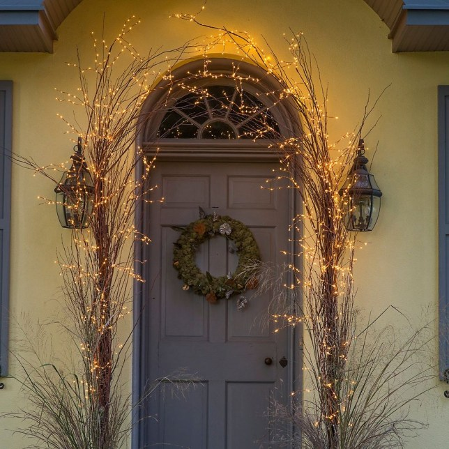 Gergerous Indoor Decoration Ideas With Christmas Lights41