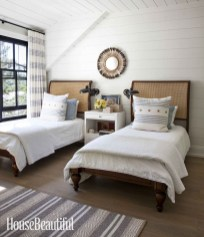 Inspiring Lake House Bedroom Decoration Ideas11