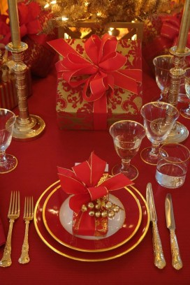 Totally Inspiring Red And Gold Christmas Decoration Ideas 25