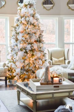 Totally White Vintage Christmas Decoration Ideas48