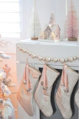 Totally White Vintage Christmas Decoration Ideas52