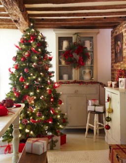 Traditional Christmas Decoration Ideas You Will Totally Love 11
